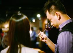 prova vin romantisk julklapp
